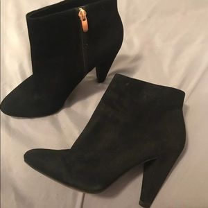 Aldo black ankle heel. (7)